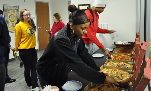Students getting pizza